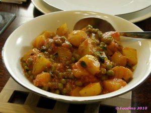 Aloo Mattar – Kartoffeln mit Erbsen in einer Tomatensauce