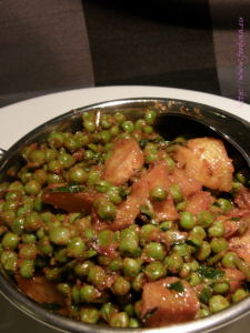 Aloo Matar Rasedar – Kartoffeln mit Erbsen in Tomatensauce