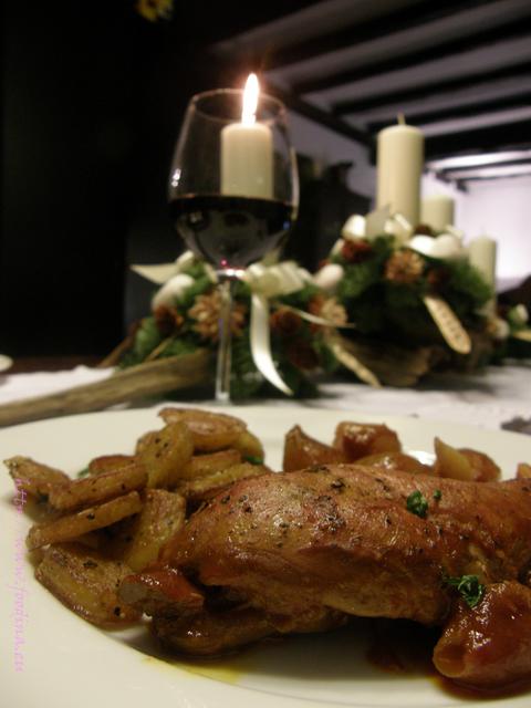 Kaninchen-Stifado - zartes Kaninchenfleisch in Zwiebelsauce