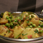 Aloo Matar Sookhe – Kartoffeln mit Erbsen in pikanter Tomatensauce