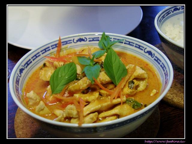 Gaeng Kua Sapparot - Thai-Curry mit Ananas und Huhn
