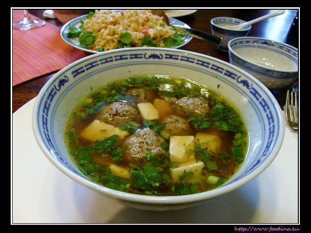 Gaeng Jued Tauhoo Moo Sab - milde Thaisuppe mit Schwein und Tofu