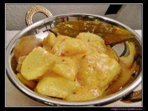 Dum Aloo – Kartoffeln in Joghurt-Gewürz-Sauce