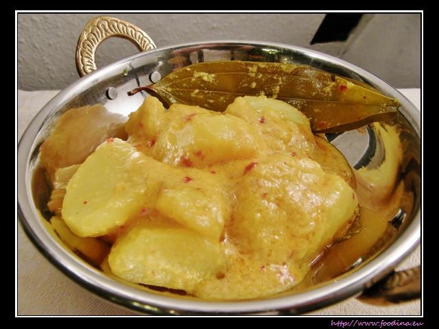 Dum Aloo - Kartoffeln in Joghurt-Gewürz-Sauce