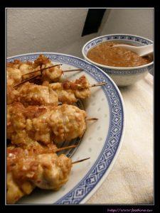 Sate ayam und Sambal Kacang – indonesische Hähnchenspiesse mit Erdnuss-Sauce