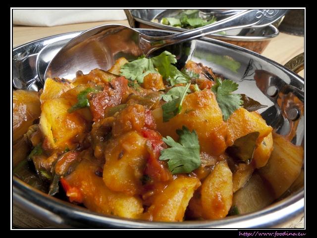 Aloo Tamatar - Kartoffelcurry mit würziger Tomatensauce