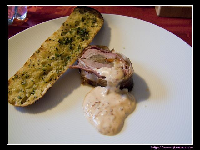Philadelphia-Cheese-Tenderloin mit Chipotle-Dip und Knoblauchbrot
