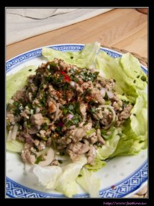 Larb Moo – thailändischer, scharfer Schweinefleischsalat