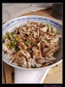 Liang Ban Ji – Kaltes Huhn mit würziger Sichuan-Sauce