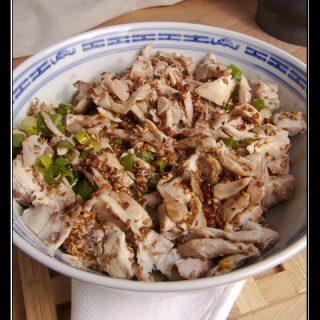 Liang Ban Ji - Kaltes Huhn mit würziger Sichuan-Sauce