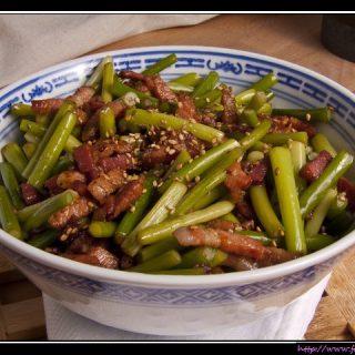 La Rou Chao Suan Tai - Gebratene Knoblauchstiele mit Bacon