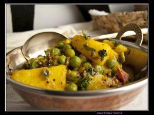 Aloo Matar Sookhe – Kartoffelcurry mit Erbsen und Tomaten