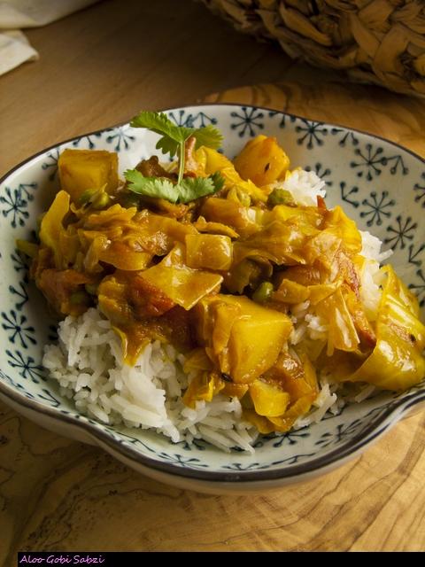 Aloo Gobi Sabzi - indisches Kartoffel-Kohl-Gemüse
