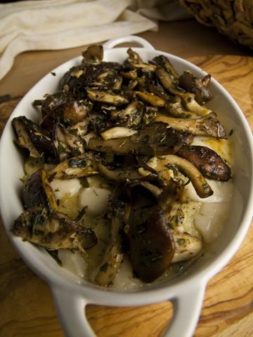 Kräuterpolenta mit Pilzen