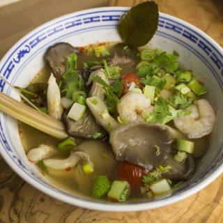 Tom Yam Gung - sauer-scharfe Garnelensuppe