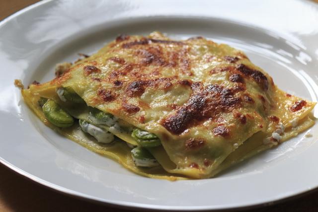 Lasagne mit Dicken Bohnen und Ziegenkäse