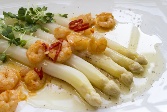 Drunken Prawns On Fire mit Spargel