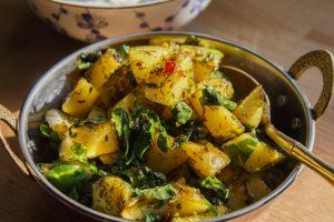 Kartoffeln mit Bockshornkleegrün – Aloo Methi