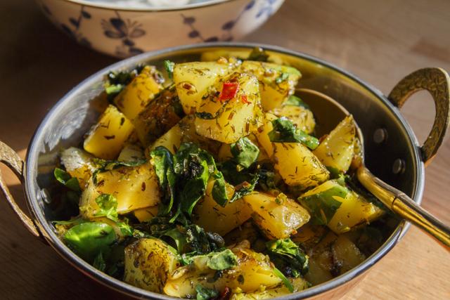 Kartoffeln mit Bockshornkleegrün - Aloo Methi