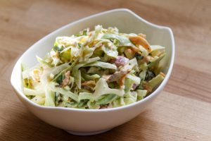 Schneller Krautsalat mit Spitzkohl und Möhren