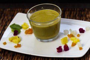 Grüner Curryfond mit exotischen Früchten nach Tim Raue