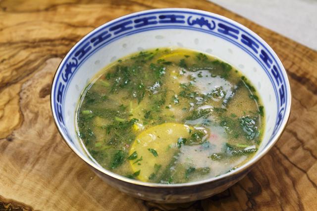 Sayur Asam - Tamarindensuppe mit Erdnüssen und Gemüse