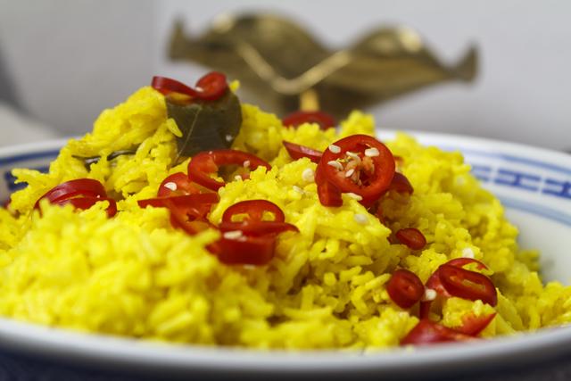 Nasi kuning - indonesischer gelber Reis