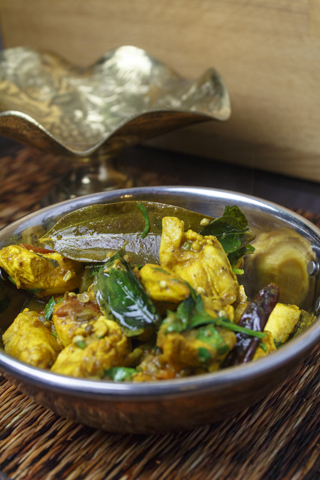 Tirunelveli varutha kozhi - Aromatisches Hühnercurry