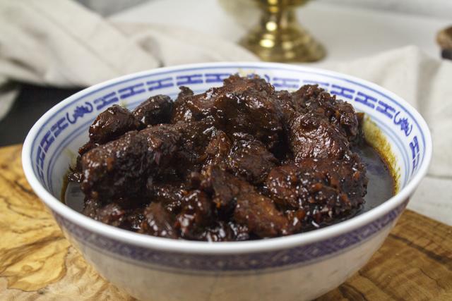 Babi kecap - Schweinefleisch in süsser Sojasauce geschmort