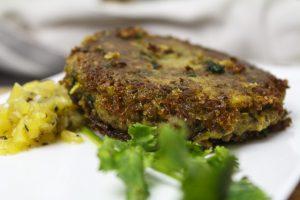 Lamm-Tikki mit Ananas-Minz-Salat