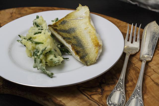 Snoekbars met aardappel-zeekraal-puree - Zander auf Kartoffel-Queller-Püree
