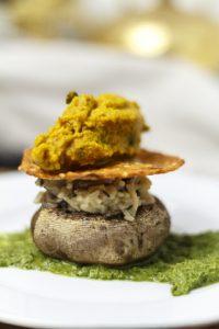 [indisch] Wildpilz-Kichdi mit Trüffelöl, Makhni-Tomaten-Eis, geröstete Feldpilze