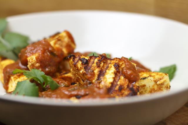 Paneer Makhani - indischer Käse in Tomaten-Butter-Sauce