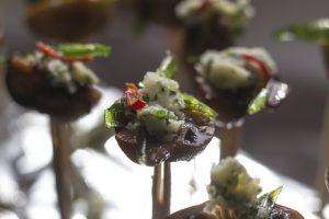 [Fingerfood] Champignon mit Kräuterbutter, Estragon und Chili