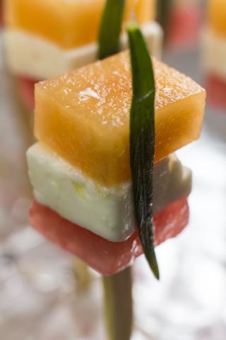 Melone mit Schafskäse, Estragon und Limone