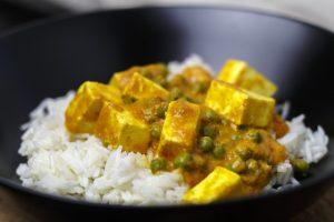 [indisch vegetarisch] Matar Paneer Rase wala – indischer Käse in Erbsencurry
