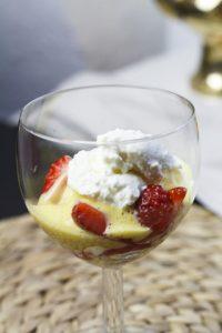 [Dessert] Erdbeeren mit Orangenschaum und Milk Curd