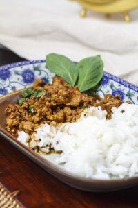 [thailändisch] Moo pat kaprau – Schweinefleisch mit Chili und Basilikum