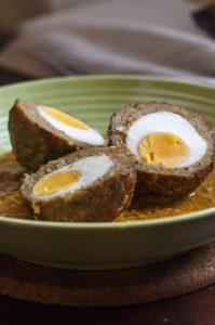 [indisch] Nargisi-Kofta – Hackbällchen mit Ei in Joghurt-Currysauce