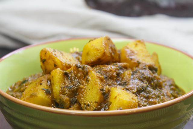 Dum Aloo Chaman - würzige Kräuterkartoffeln