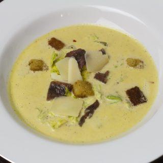Caesar-Suppe - nach Art eines Caesar Salad