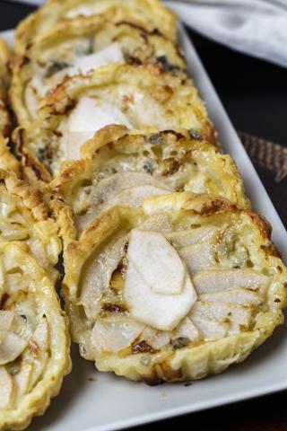 Tartelettes mit Birnen und Gorgonzola