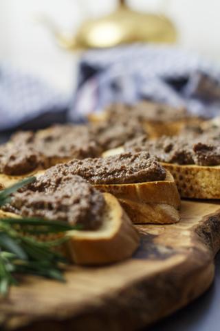 [italienisch] Crostini ai fegatini di pollo e prosciutto - Hühnerlebercrostini mit Schinken