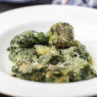 Gnocchi di pane e spinaci - Brotgnocchi mit Spinat