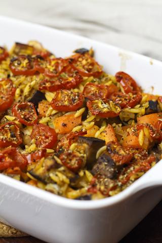 [vegetarisch] Orzo mit Gemüse und Mozzarella aus dem Ofen
