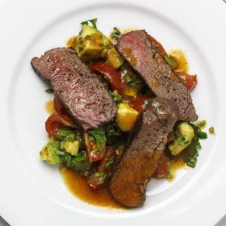 Bloody-Mary-Steak mit Avocado