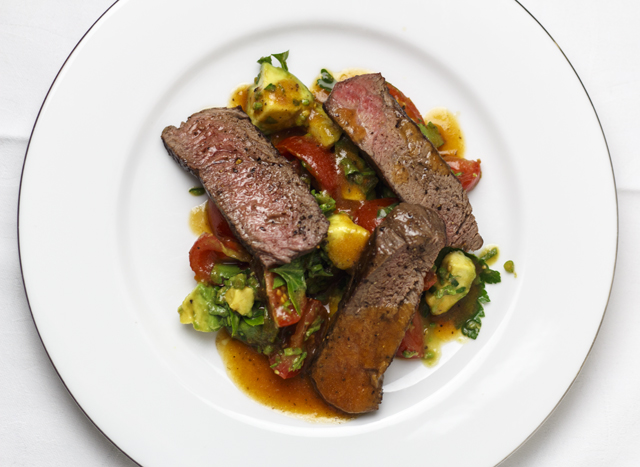 [light & easy] Bloody-Mary-Steak mit Avocado