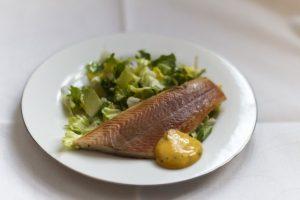 [altdeutsche Küche] Räucherfisch mit Buttermayonnaise und Endiviensalat mit Oma-Dressing
