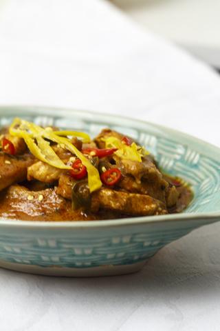 [thailändisch] Pad Prig Daeng - scharfes rotes Curry mit Huhn
