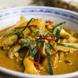 Gaeng Panang Gai - thailändisches Curry mit Huhn